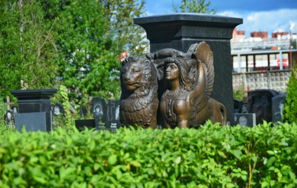 На Серафимовском кладбище