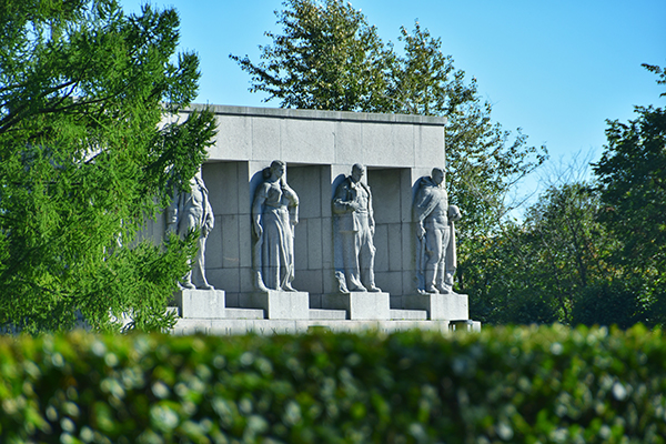 Монумент памяти ленинградцев, погибших в годы блокады Ленинграда